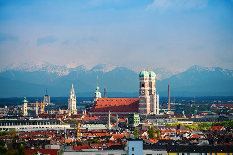 Skyline mit Alpenpanorama- einmalig München